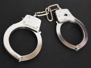 handcuffs-354042_640-300x225